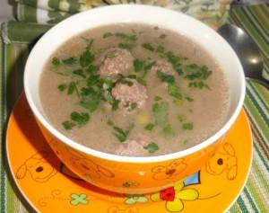 Chorba beida b'roz (Soupe aux boulettes de viande et riz)