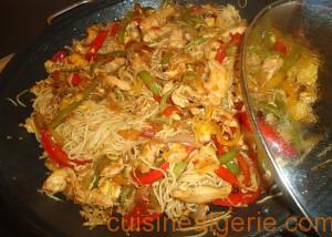 Nouilles au poulet et aux légumes