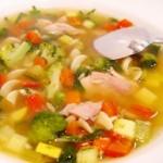 Potage aux légumes et poulet