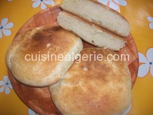 Petits pains à la semoule cuits au four