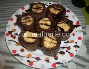 Crêpes fourrées à la banane et sauce au chocolat