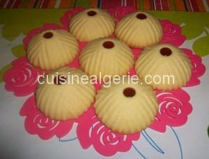 Gâteau genre Ghribia au flan