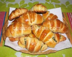 Croissants fourrés aux épinards et fromage