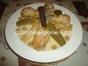 Couscous sauce blanche (Poulet, navets et courgettes)
