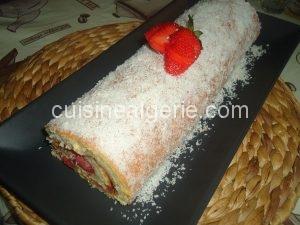 Biscuit roulé aux fraises et noix de coco