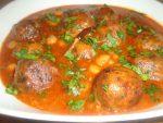 Boulettes d'épinards et poulet en sauce