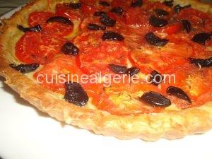 Tarte à la moutarde, fromage et tomates