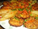 Beignets de légumes en sauce rouge