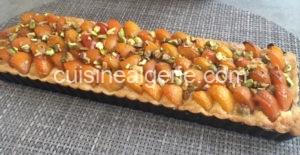 Tarte aux abricots, crème d'amandes, pistaches